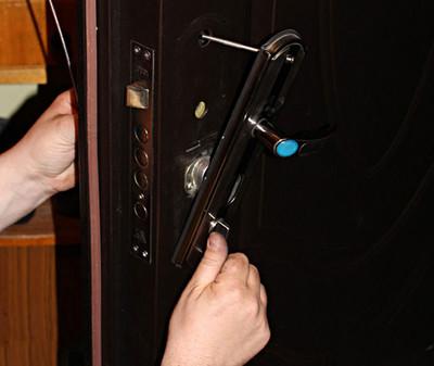 Ремонт металлических дверей в мытищи королёве пушкино хотько сергиевом посаде